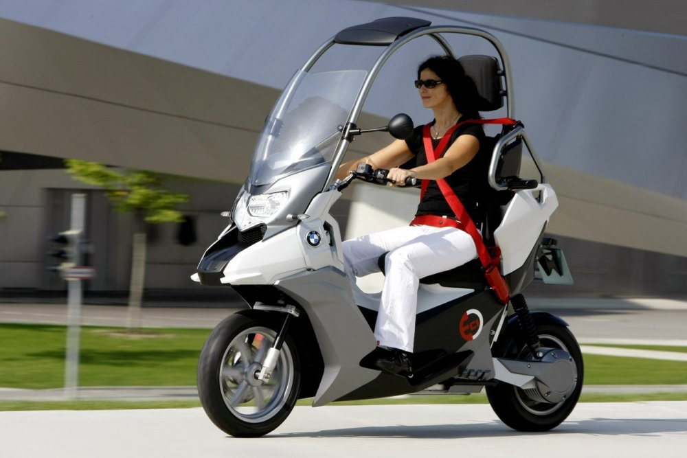bmw-rumored-to-surface-a-300cc-class-scooter-98228_1.thumb.jpg.035e841fca0ac73381a0f726f644b606.jpg