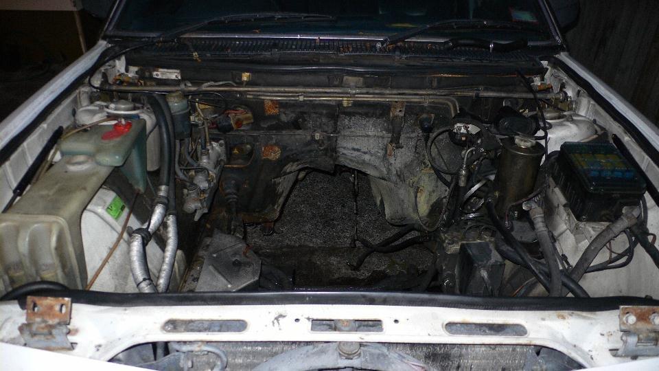 M745i empty enginebay.jpg