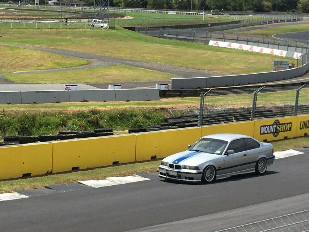 on-track-1.thumb.jpg.ab6b301e6f6ffeb7011023acc4387b9b.jpg